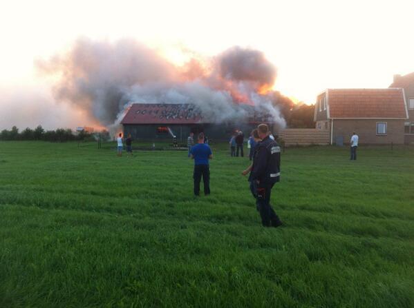 Uitslaande brand verwoest loods