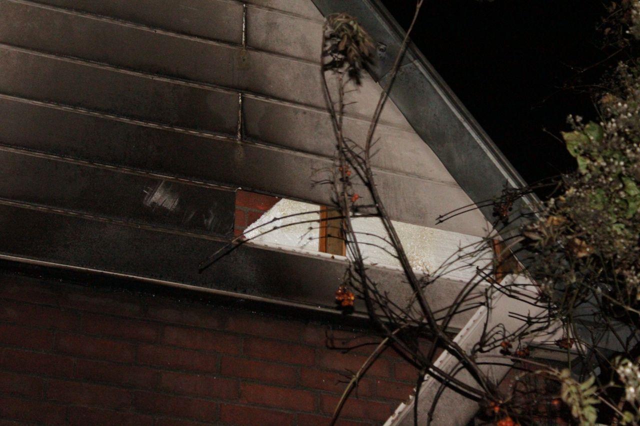 Schade aan woning door brand in snoeiafval