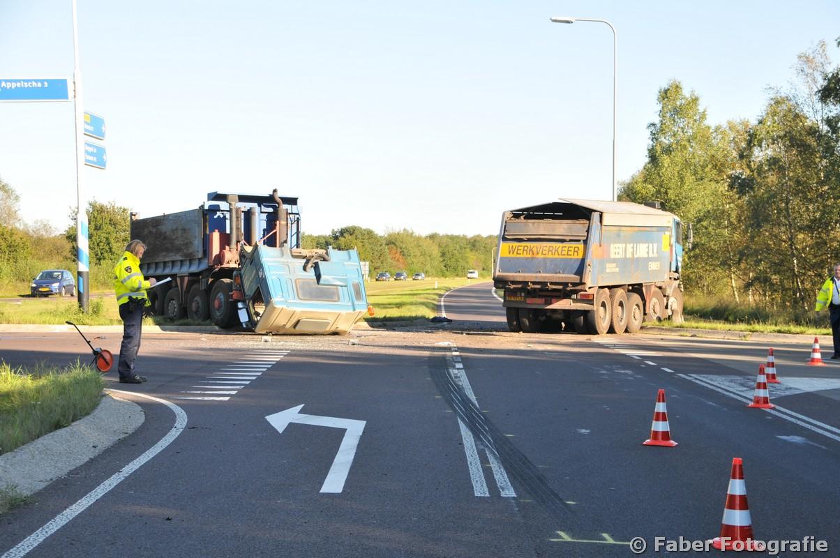 Zware schade bij ongeval tussen twee vrachtwagens