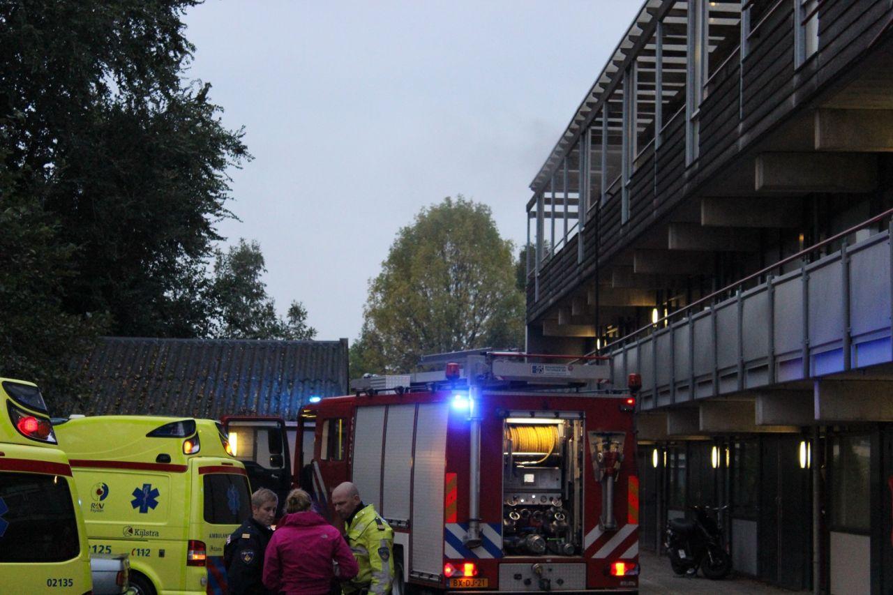 Bewoners naar ziekenhuis na woningbrand