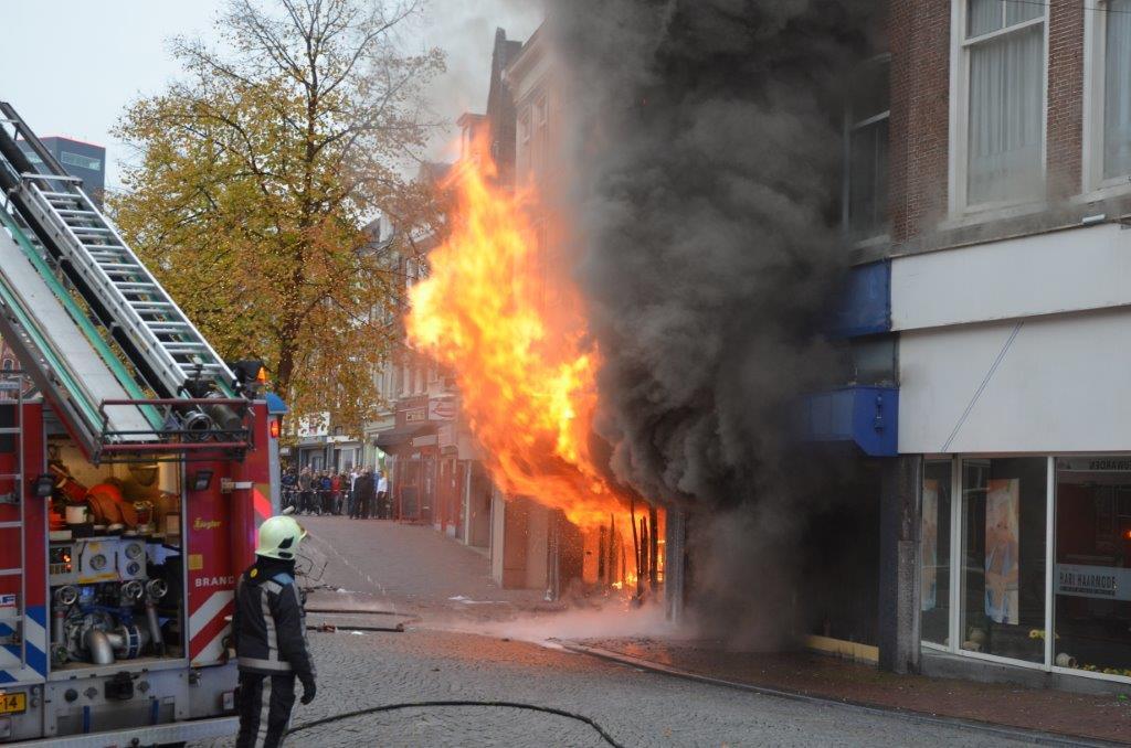 Dramatische brand in binnenstad Leeuwarden