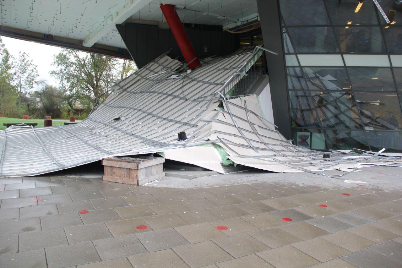 Dak van school ingestort door storm