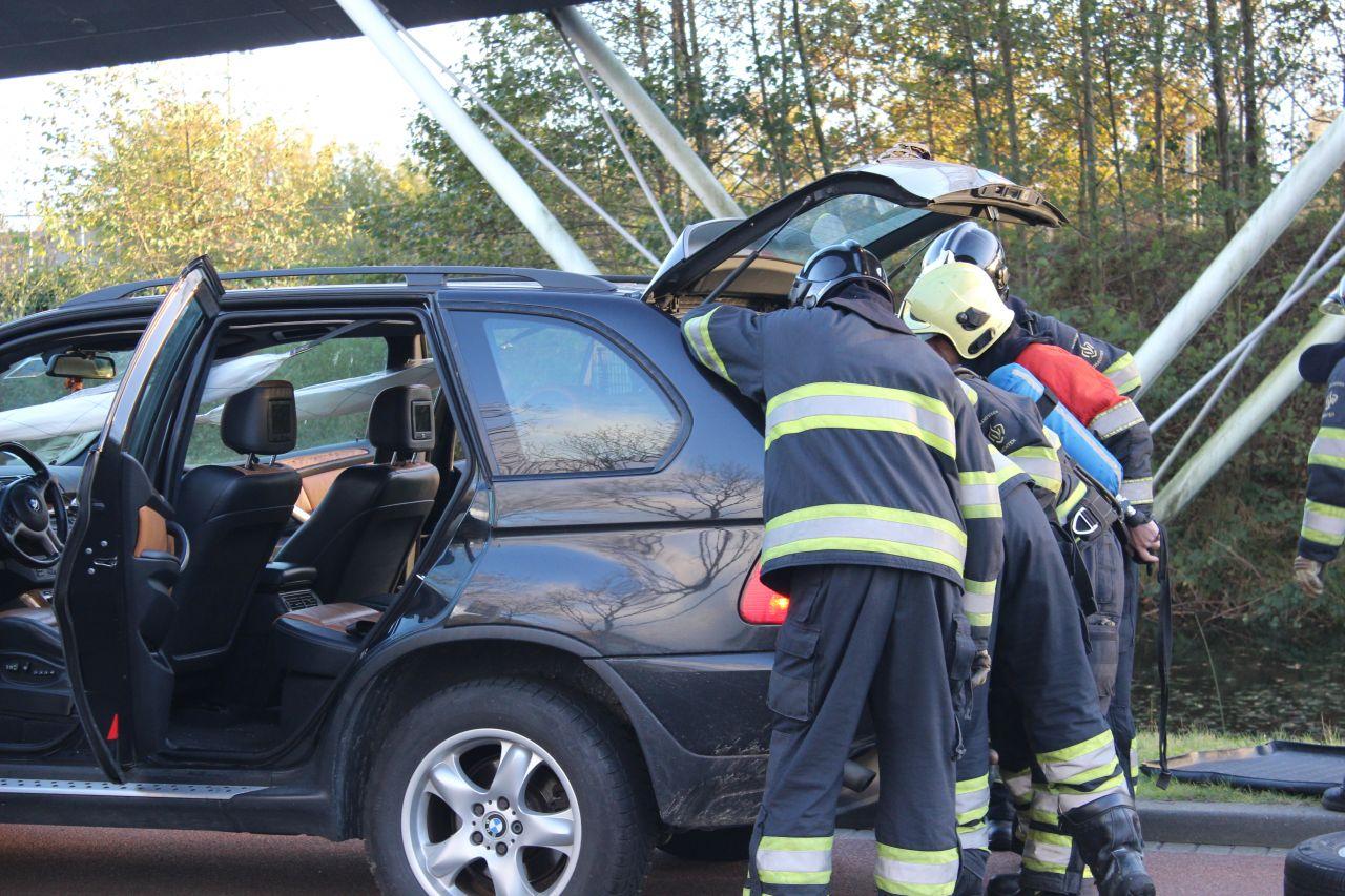Gesprongen airbags doen brandweer uitrukken