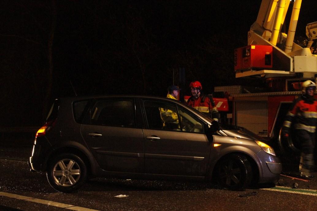 Dronken politieambtenaar veroorzaakt ongeval op brug