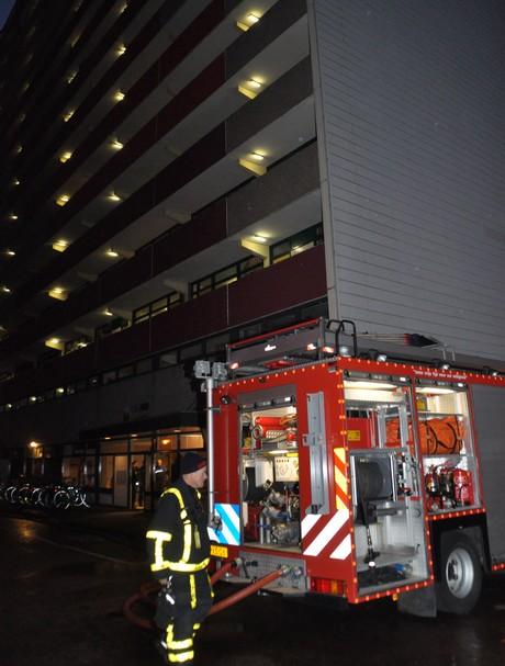 Bewoner naar ziekenhuis na woningbrand