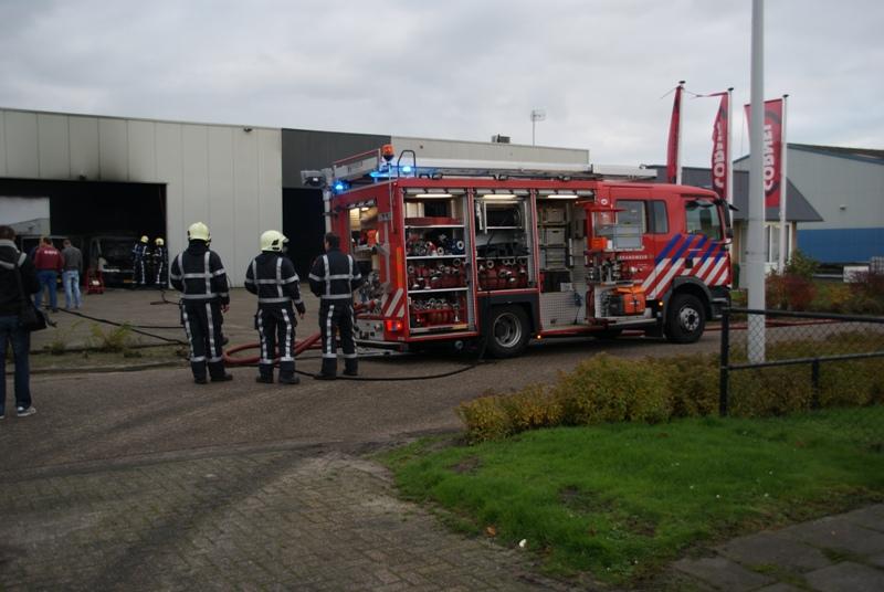 Bedrijfswagen uitgebrand in loods