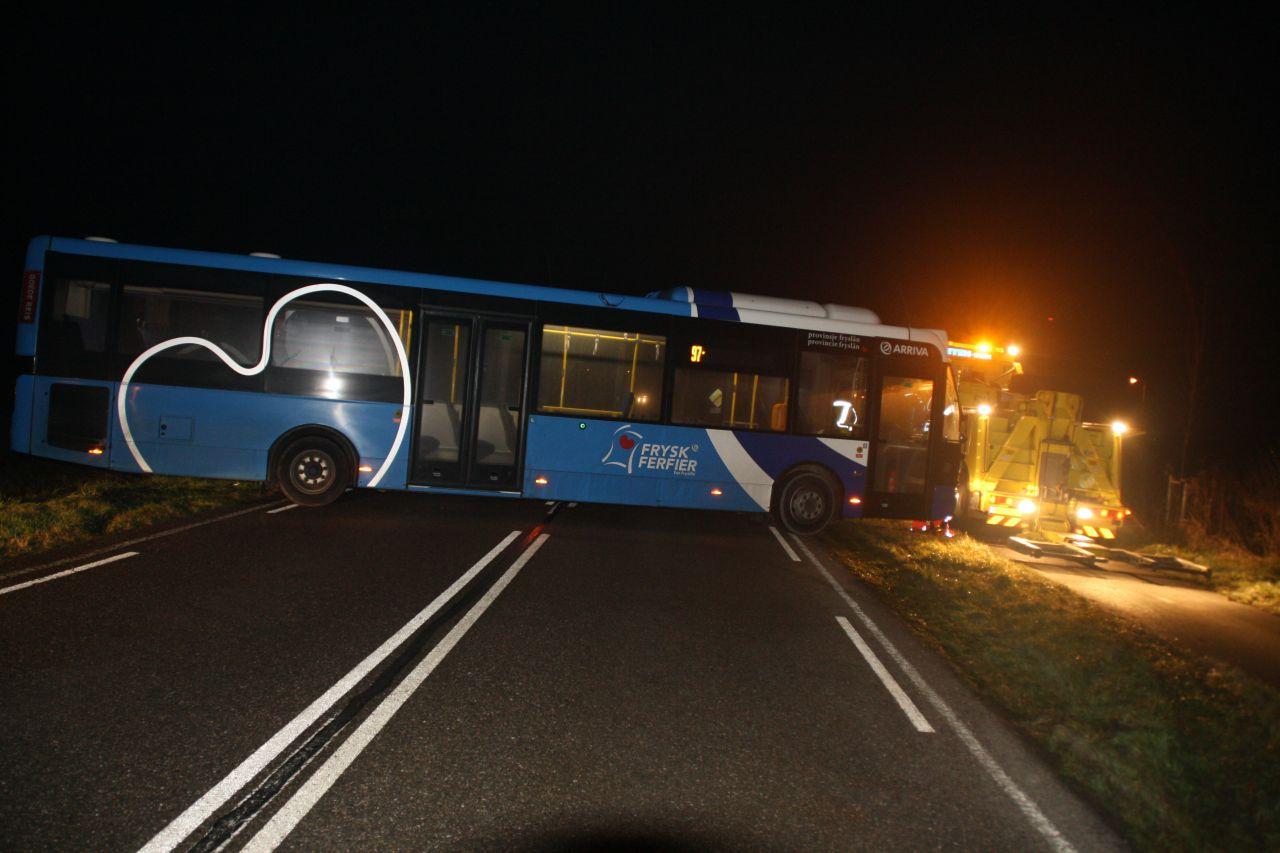 Lijnbus net niet in sloot bij keeractie