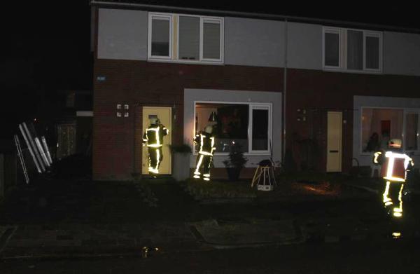 Brandweer haalt bewoners uit huis wegens rookgevaar