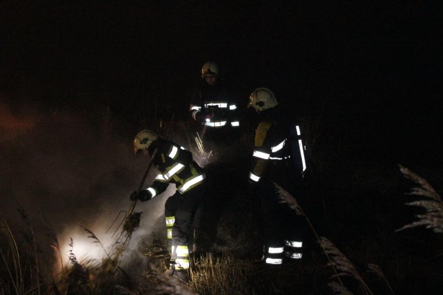 Brandweer rukt uit voor bermbrand