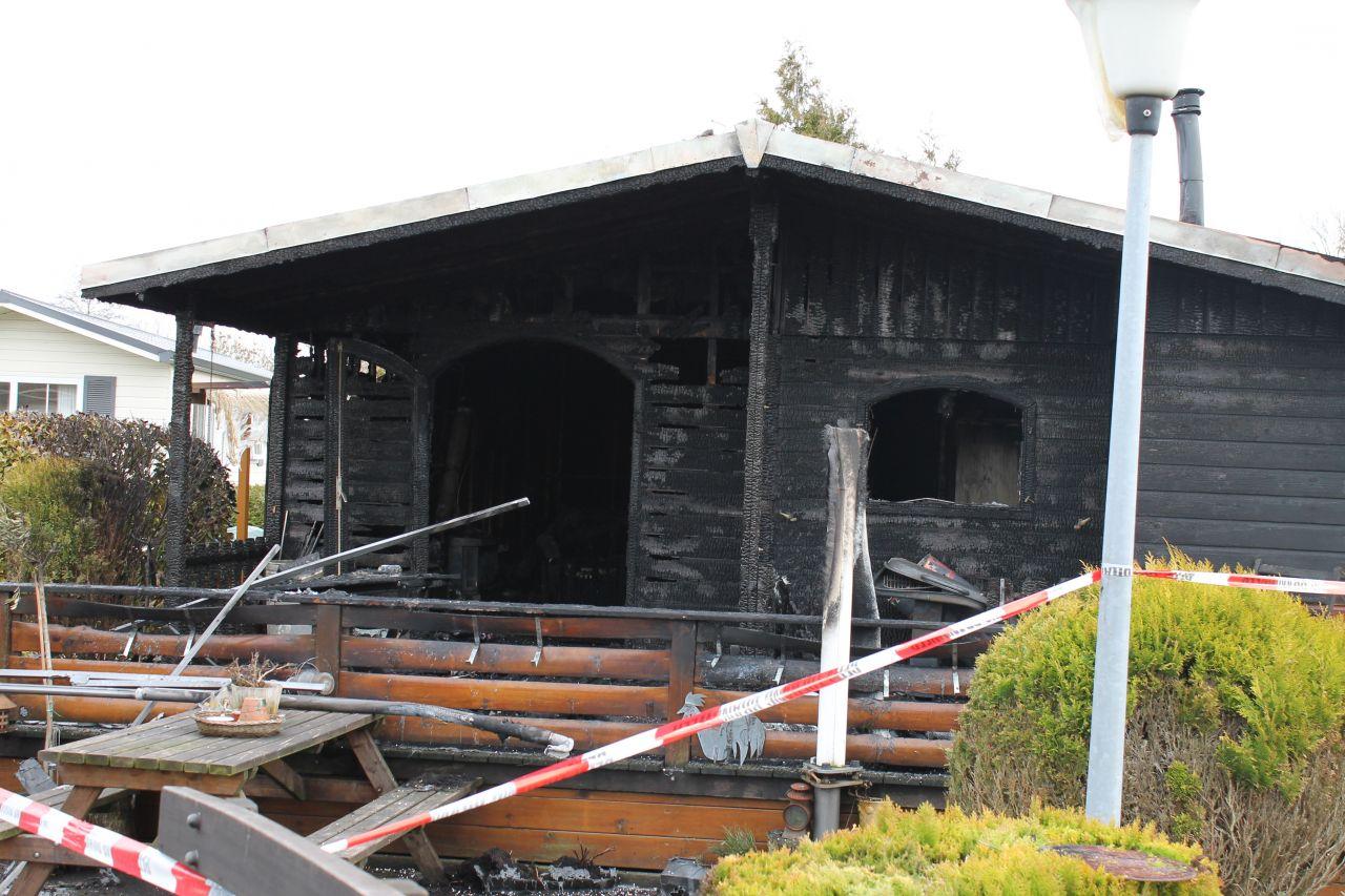 Chalet uitgebrand, bewoner gewond (Update)