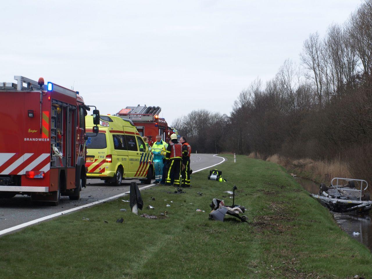 Twee doden bij ernstige aanrijding op N359