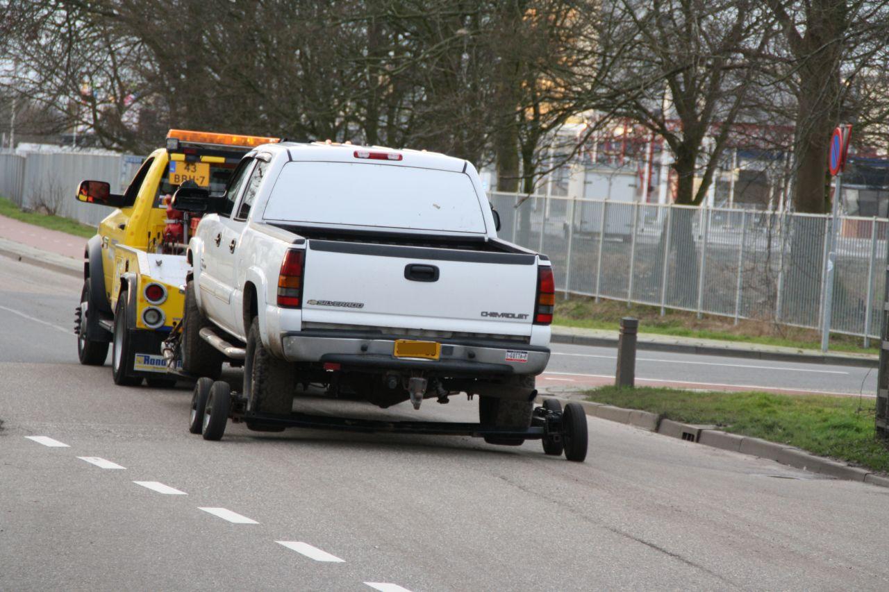 Ambulance en auto geramd tijdens achtervolging
