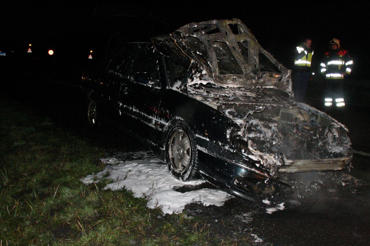 Wegafsluiting vanwege autobrand