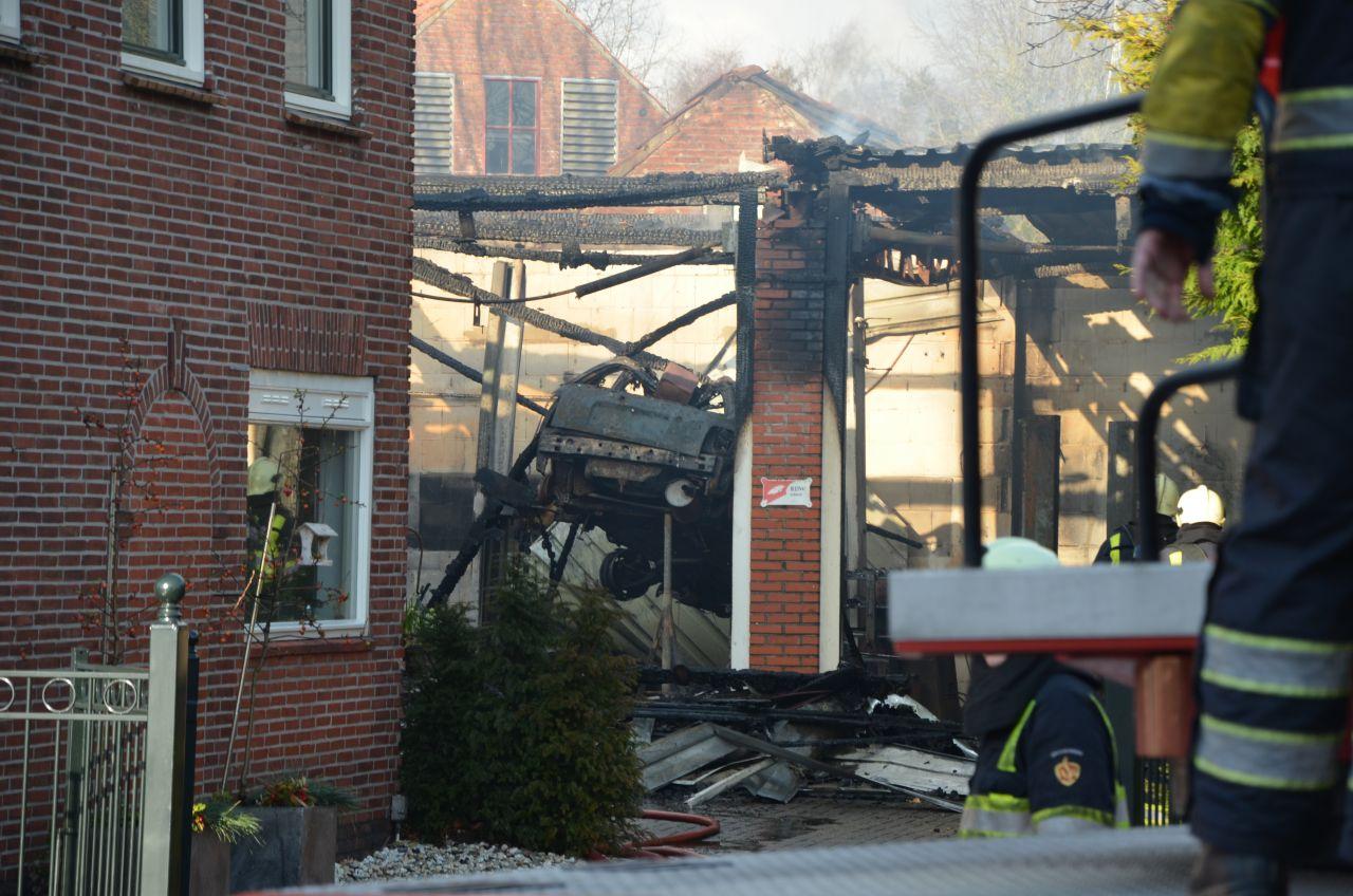 Grote brand verwoest garagebedrijf