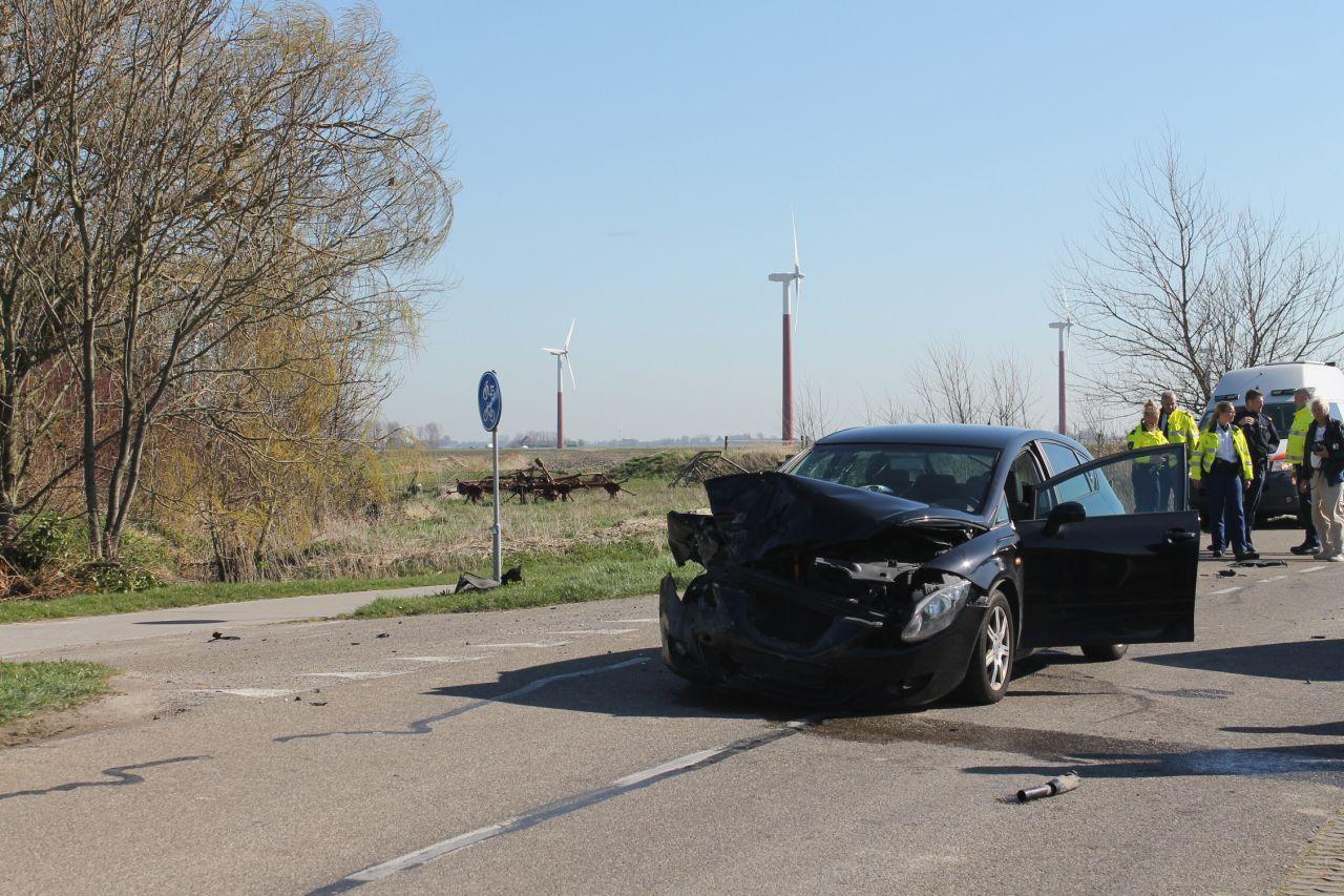 Bestuurster merkt auto te laat op: botsing