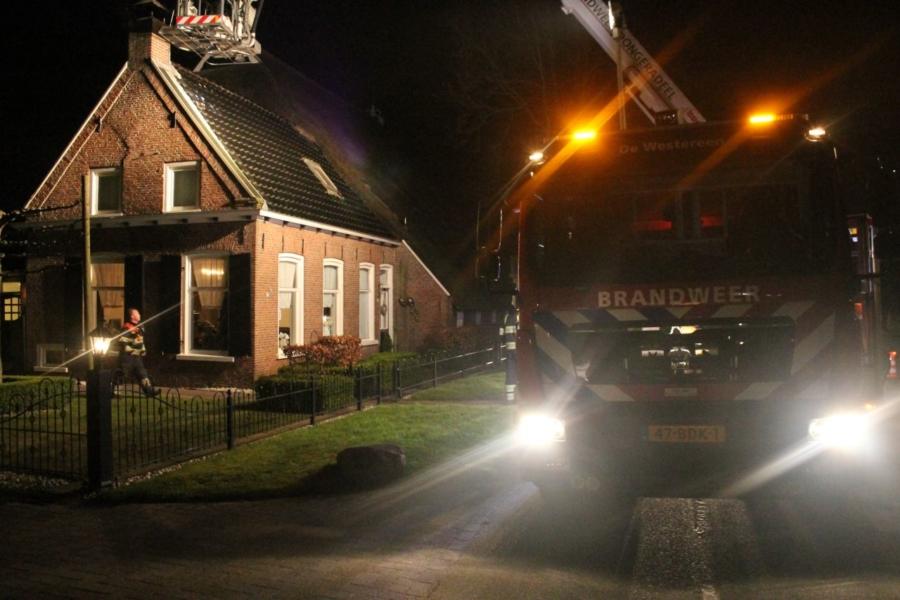 Brandweer in actie voor schoorsteenbrand