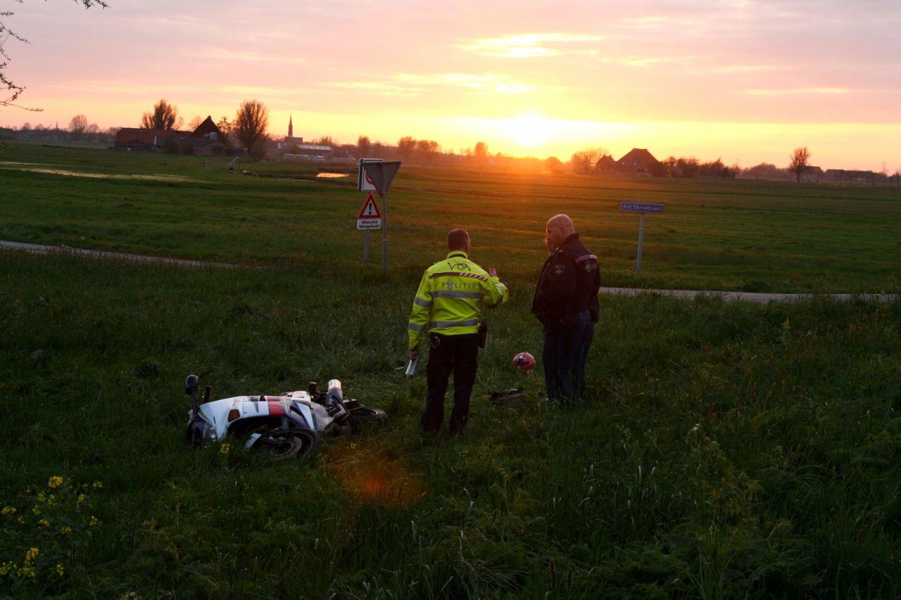 Motorrijder onderuit: ernstig gewond