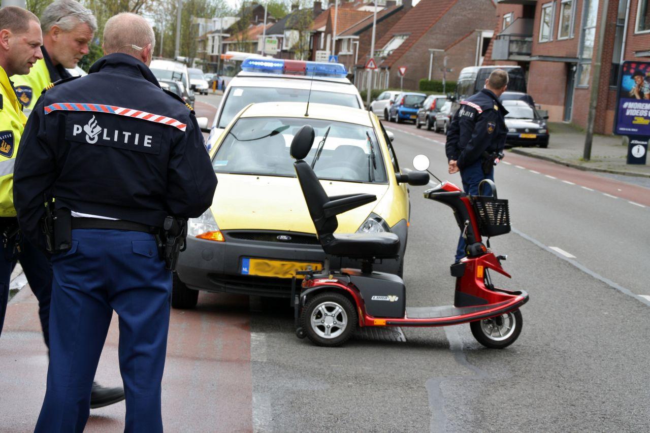 Scootmobiel in botsing met auto
