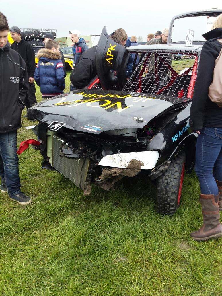 Bekneld bij ongeval autocross