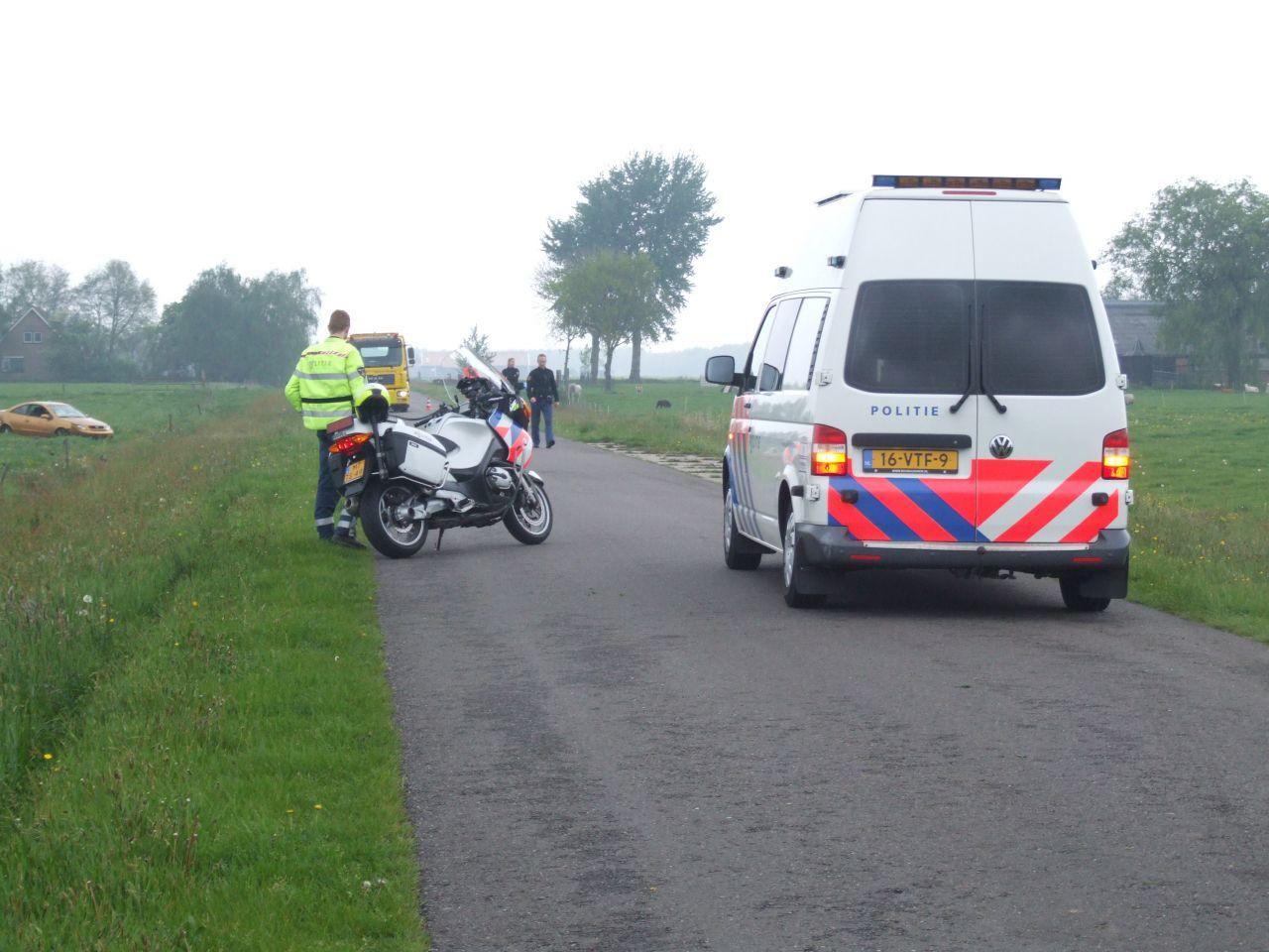 Auto uit de bocht: bestuurder gewond
