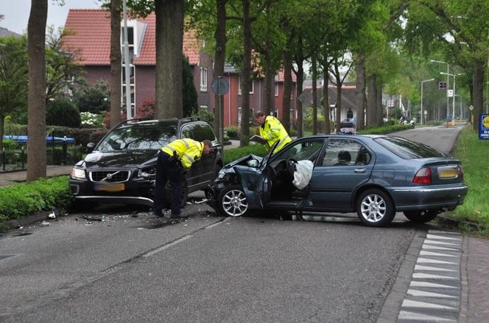 Vrouw gewond na ongeval, bestuurder aangehouden