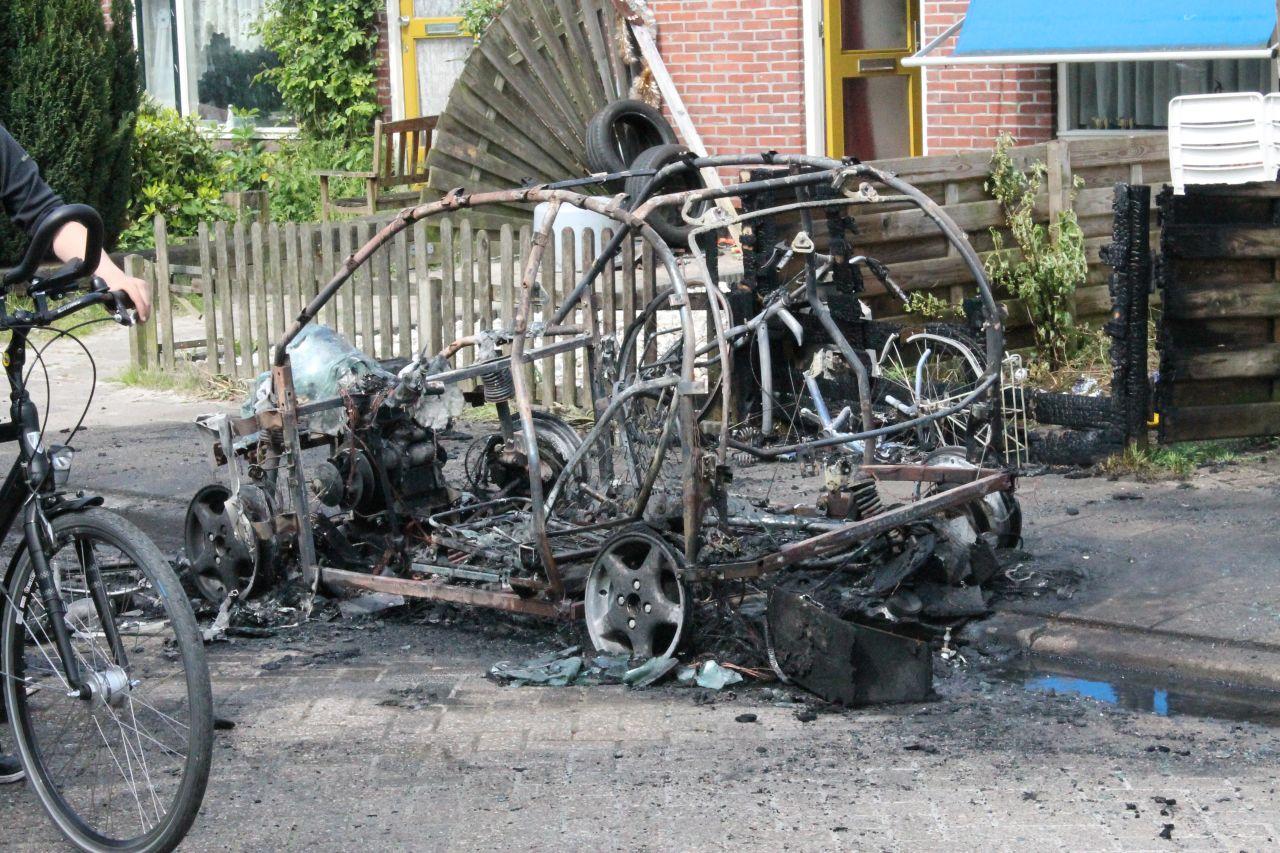 Brommobiel volledig verwoest door brand
