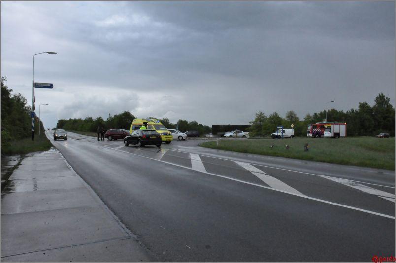 Vrouw naar het ziekenhuis na ongeval op kruispunt