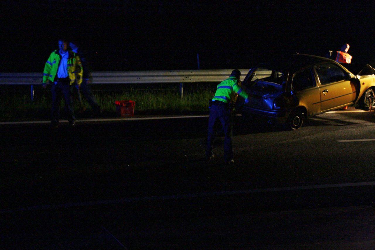 Auto in vangrail: twee gewonden