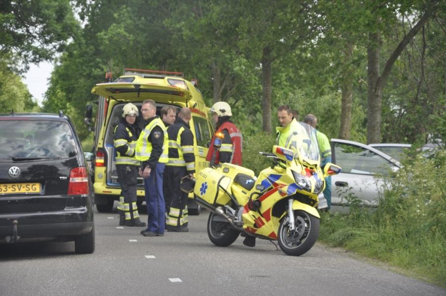 Gewonden bij ongeval auto tegen boom