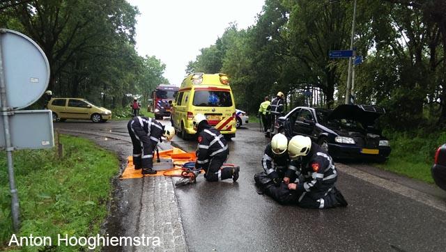 Brandweer assisteert ambulancepersoneel bij ongeval