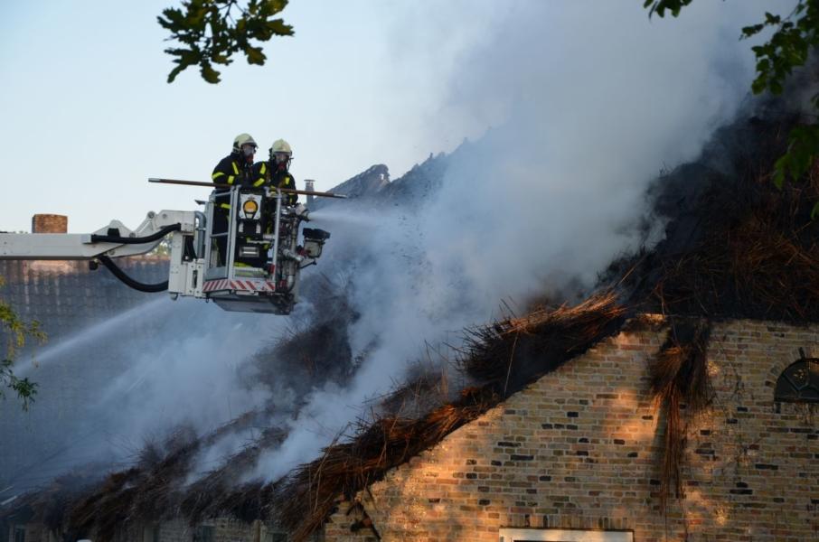 Diverse mensen dakloos na brand in woonboerderij