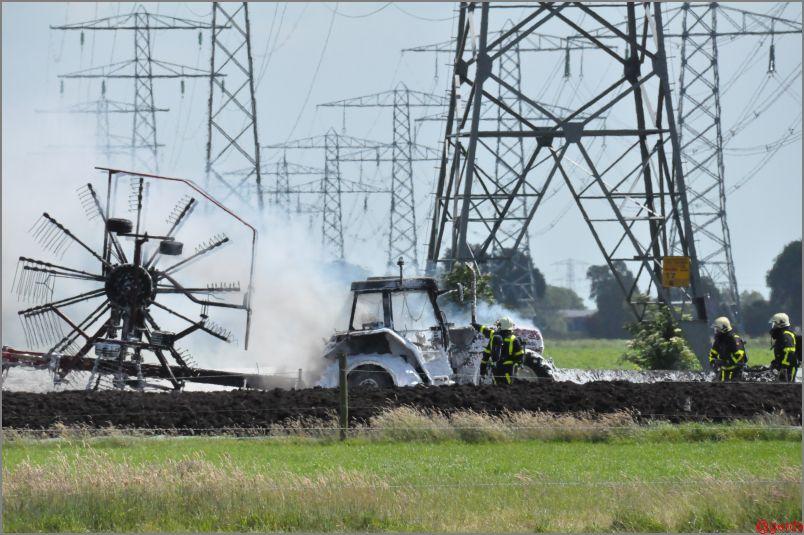 Tractor verwoest door brand