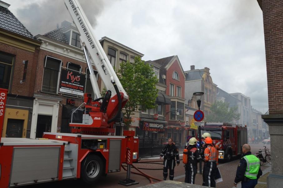 Felle brand verwoest bovenverdieping pand