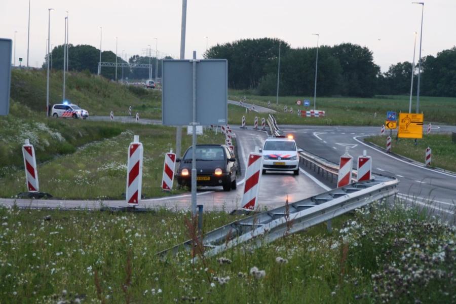 Auto uit de bocht op knooppunt Werpsterhoek