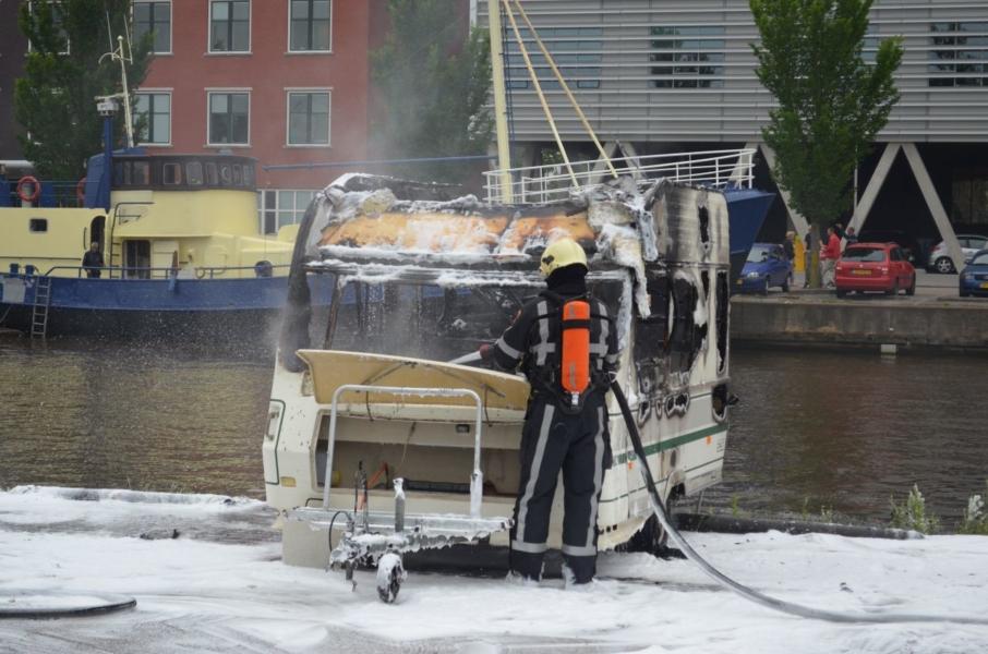 Caravan brandt uit na brandstichting