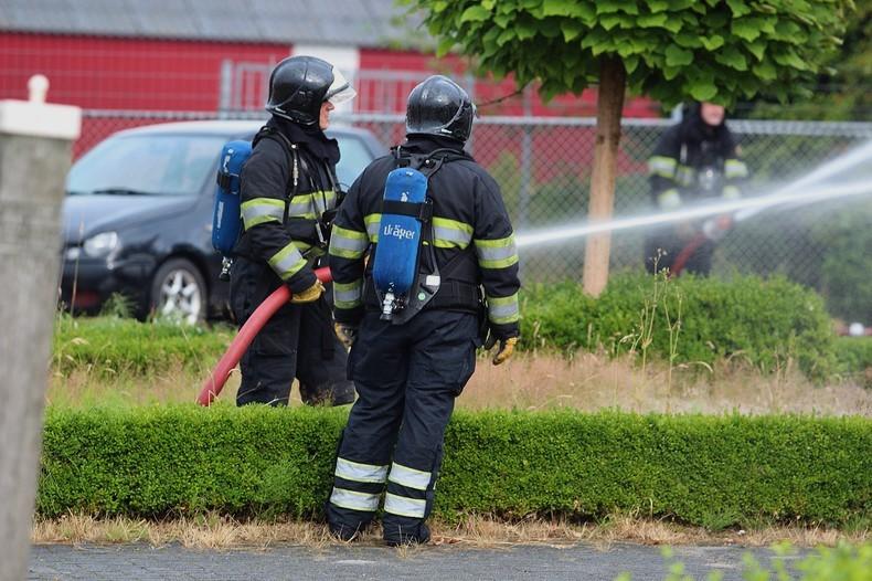 Vlammenzee verwoest autobedrijf
