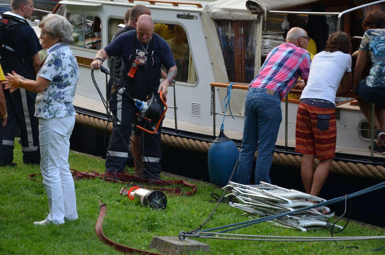 Boot net niet gezonken in jachthaven