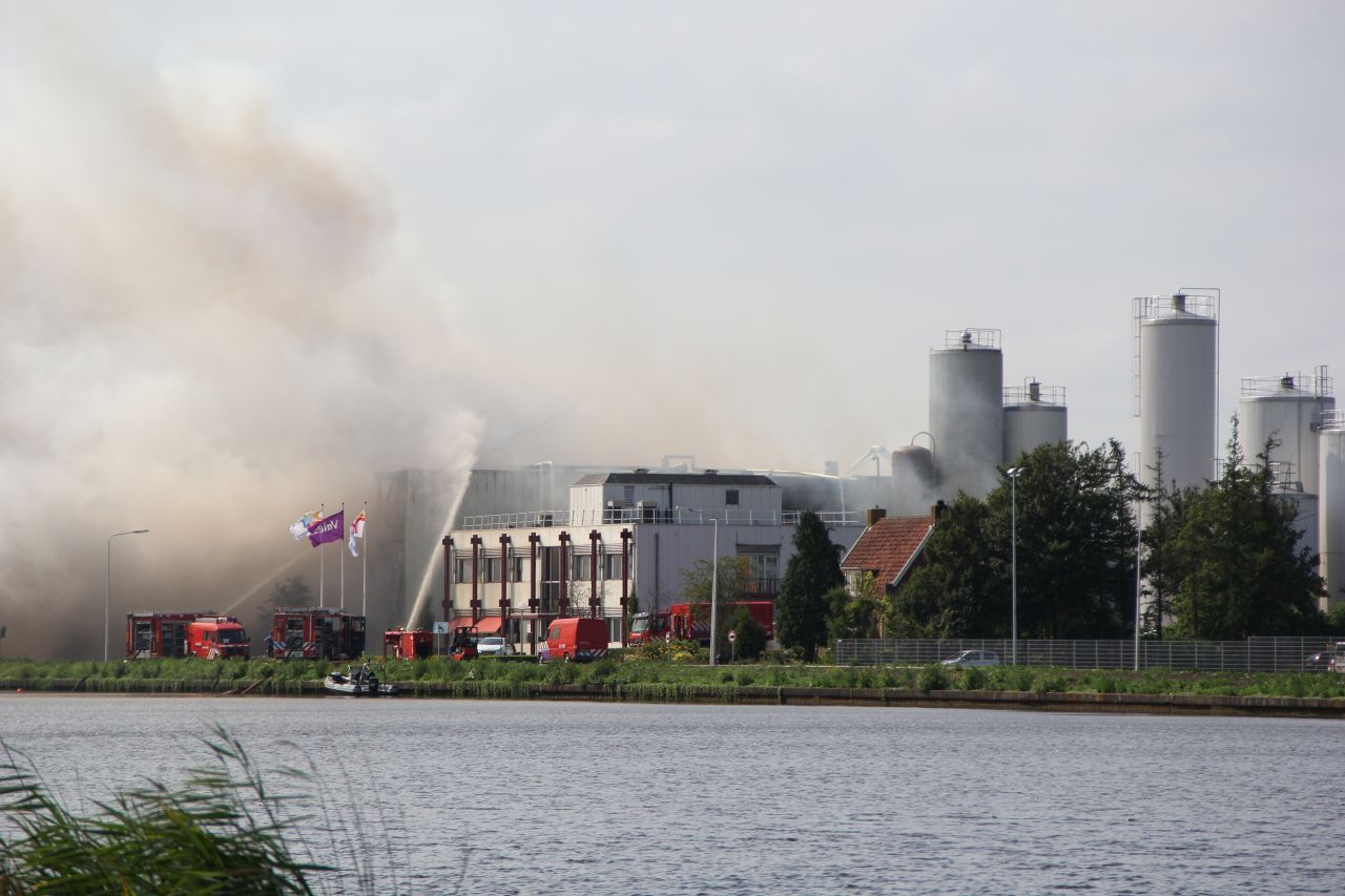 Grote brand in zuivelfabriek