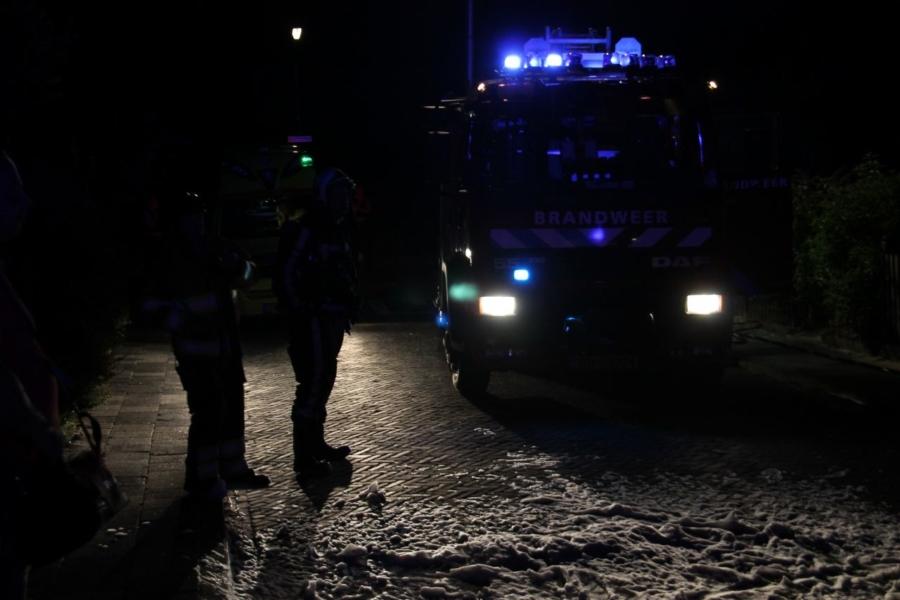 Buren helpen bewoner bij redding na brand