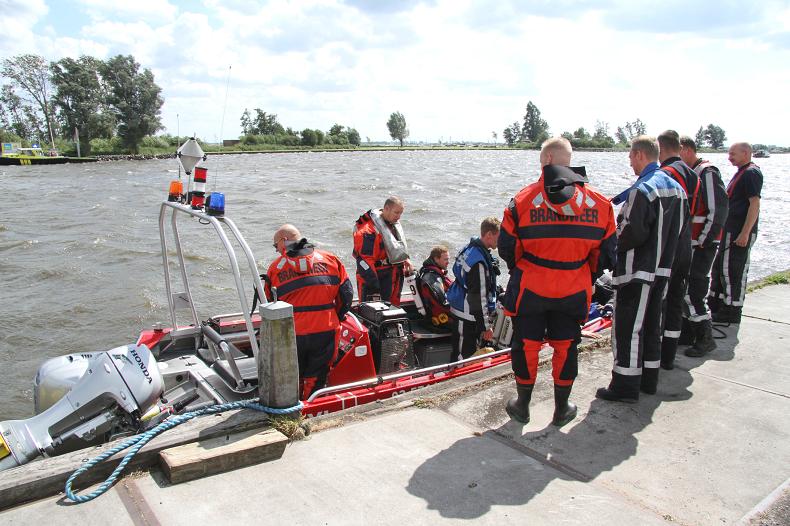 Boot slaat om op Sneekermeer