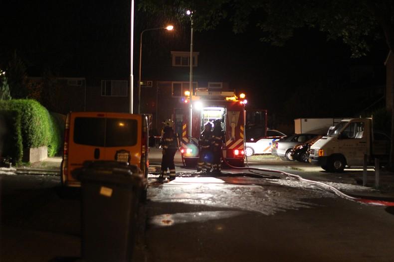 Vlammenzee verwoest auto en garage