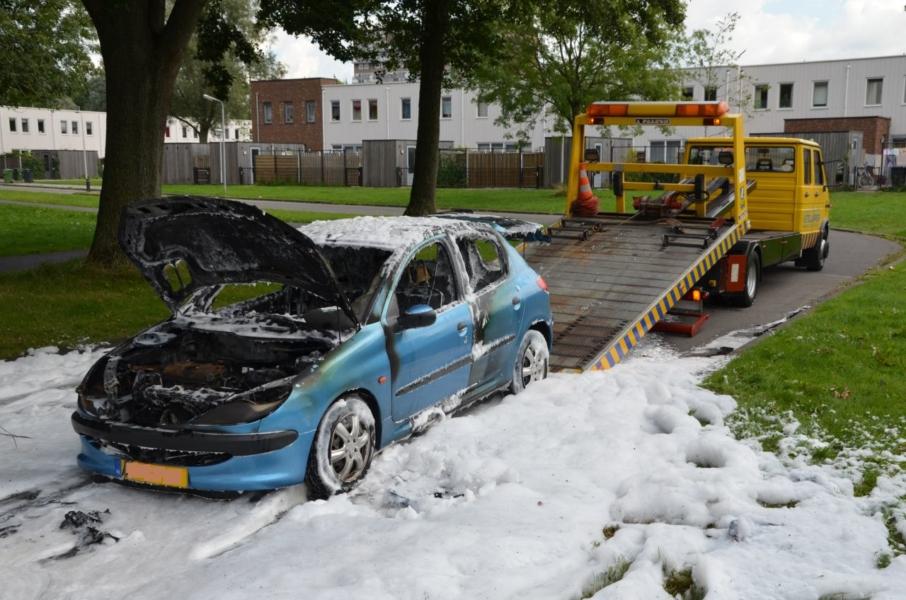 Peugeot volledig uitgebrand