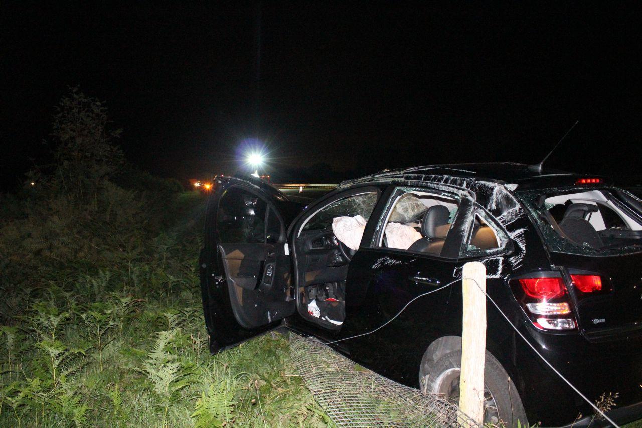 Auto zwaar beschadigd na aanrijding vrachtwagen A7