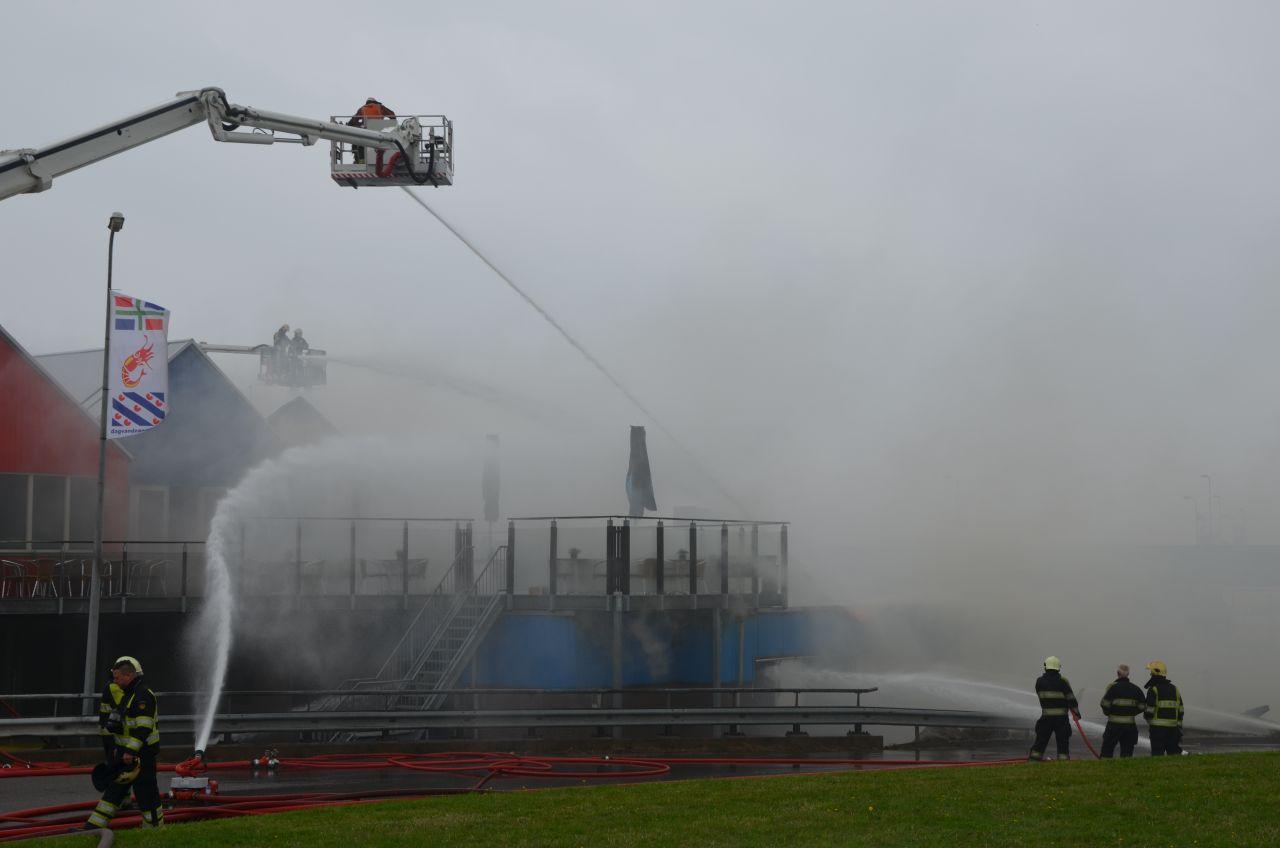 Zeer grote brand verwoest vishandel