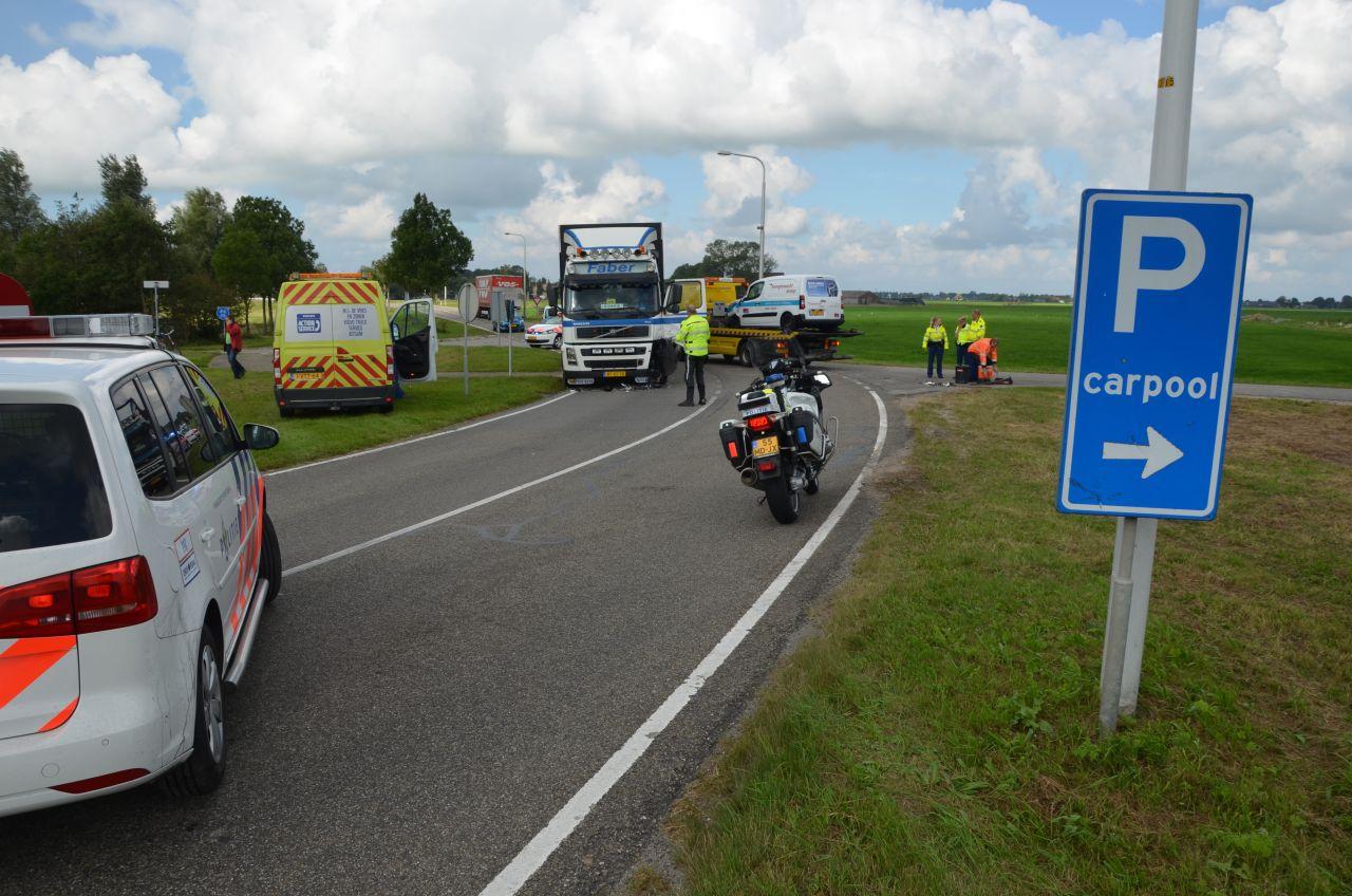 Bestuurder gewond na aanrijding met vrachtwagen