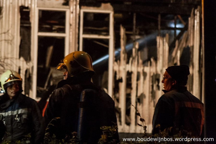Felle brand verwoest schildersbedrijf