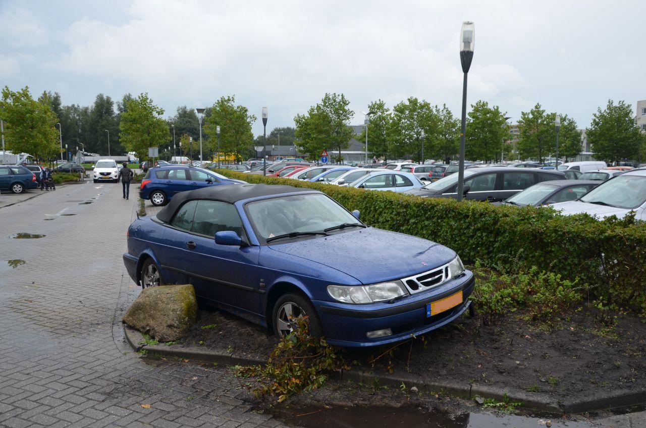 Auto verplaatst door windhoos