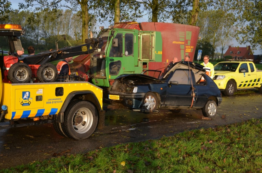 Gewond na botsing met voermengwagen