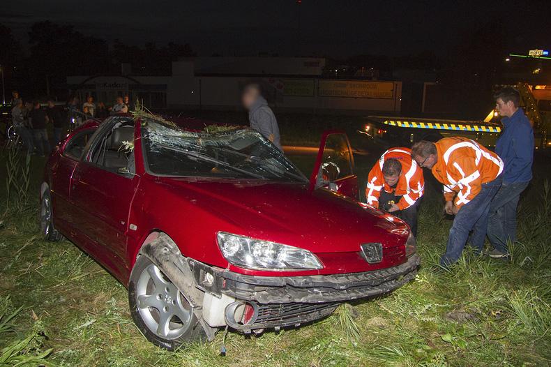 Auto gelanceerd, bestuurder ongedeerd