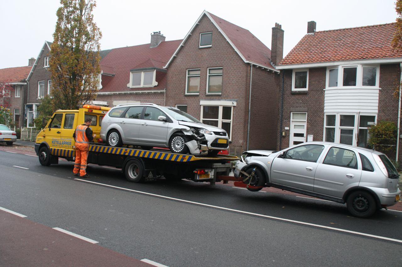 Auto's botsen op kruising